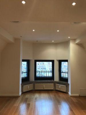 Elegante, hochwertig ausgestattete Maisonette Wohnung in einem stilvollen Altbau