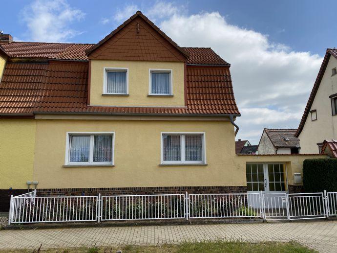 Doppelhaushälfte in einer ruhigen Wohnlage von Latdorf