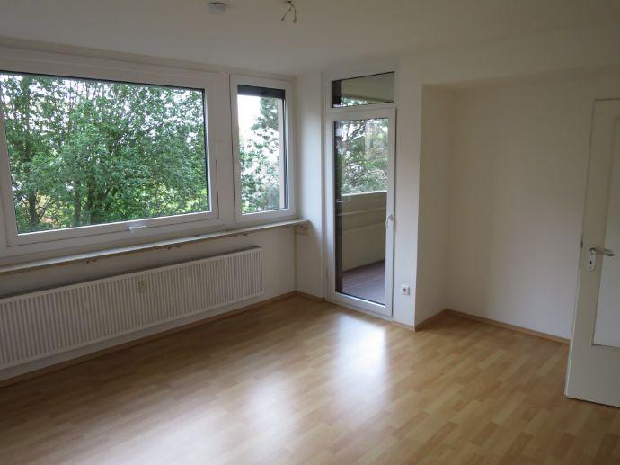 Helle 3-Zimmer-Wohnung mit Loggia und Balkon