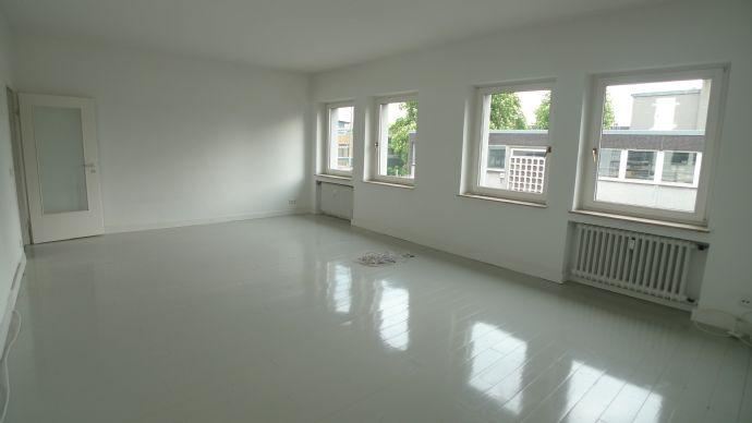 Geräumige sanierte Zwei-Zimmer-Wohnung in Krefeld-Cracau