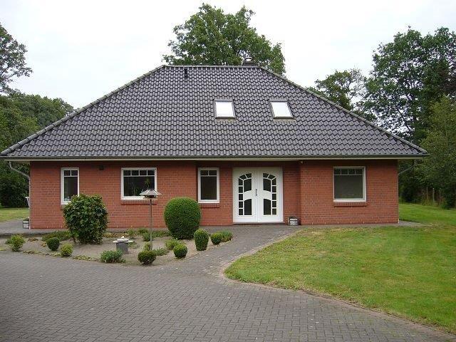 Wohn- / Gewerbeimmobilie mit Werkstatt / Halle und Nebengebäude
