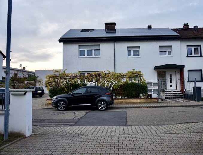 Zweifamilienhaus mit Gewerbe, Innenhof und 4 Außenstellplätze