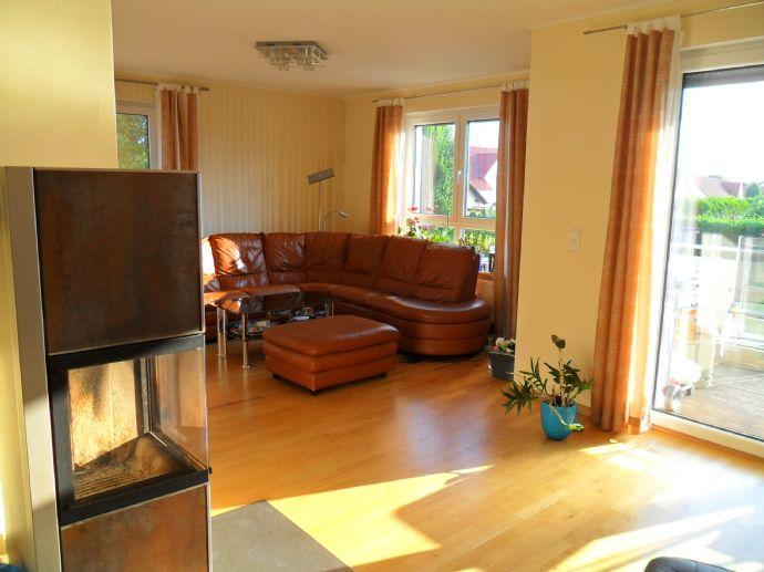 Lengede, moderne und raffiniert geschnittene 5 Zimmer Maisonetten Wohnung 160 m² mit Balkon.