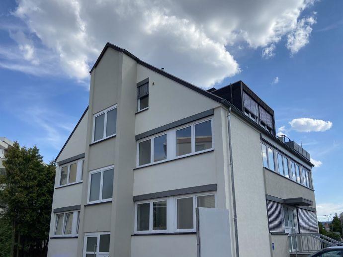 Lichtdurchflutete Wohnung auf dem Rotenbühl in kernsaniertem Haus! 2-Zimmer-Apartment, 72 qm, ideal für Single oder Paar