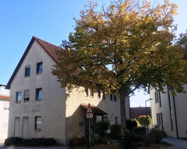 Wohnhaus mit 2 Wohnungen samt Büro- und/oder Praxisräumen - auch bestens geeignet für Kapitalanleger
