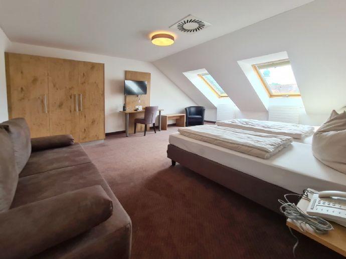 Großes möbliertes 1-Zimmer-Apartment All-Inclusive mit separater Küche - Mindestmietdauer: 1 Monat