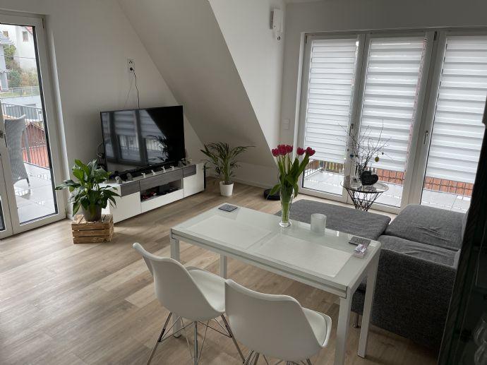 Möbliert - Sonnige attraktive 2-Zimmer-Dachwohnung mit hochwertiger Ausstatttung