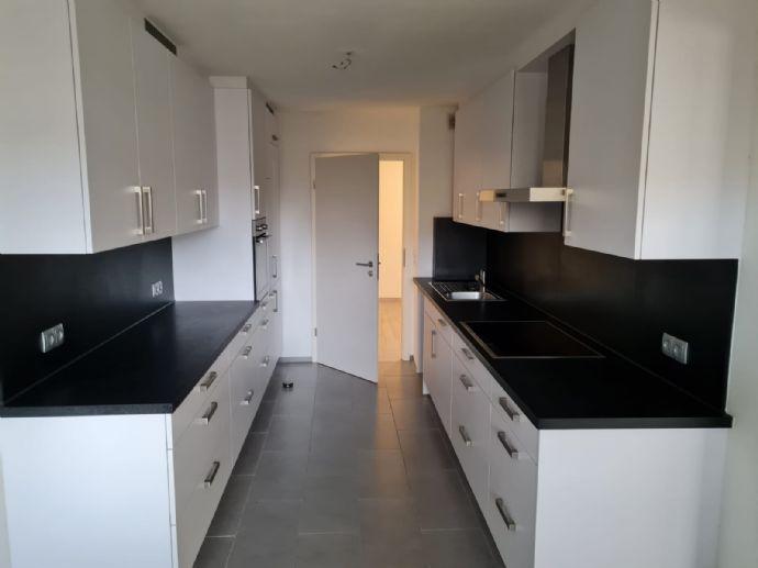 Großzügige vollständig renovierte 4,5-Zimmer-Wohnung mit Balkon und EBK in Bietigheim-Bissingen