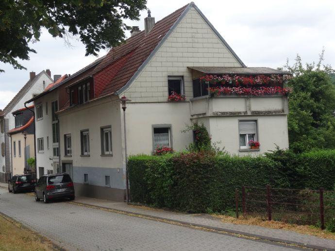 Gepflegtes Zweifamilienhaus in verkehrsgünstiger Lage von Lauterecken, provisionsfrei.