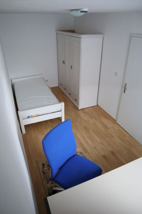 WG Wohnung für 2 Personen voll möbliert mit eigenem Bad provisionsfrei zu vermieten