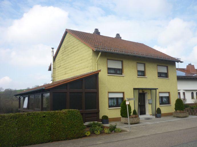Freistehendes Einfamilienhaus in ländlicher, idyllischer Lage von Dietrichingen