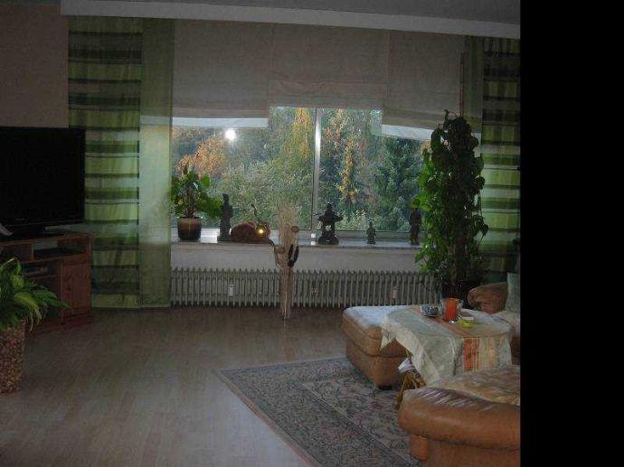 4 Zimmer Wohnung in idyllischer Erdgeschoßlage mit offener Küche im zusätzlichem großzügigem Eßzimmer und große Terrasse/Gartenanteil