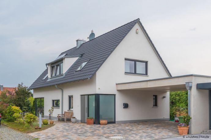 Nettes Einfamilienhaus mit Carportanbau