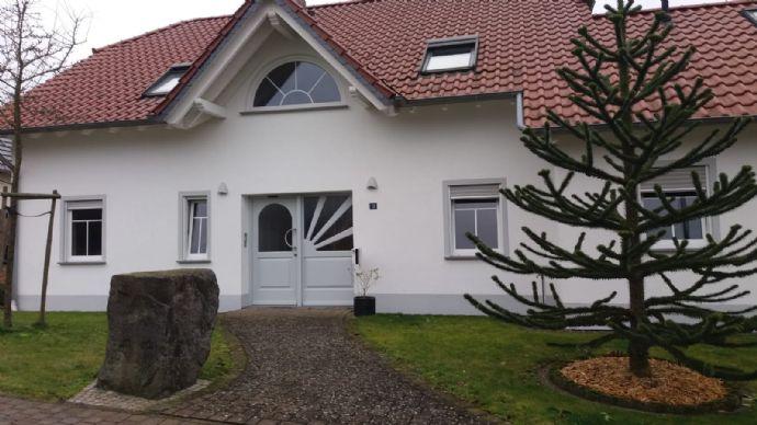 Schöne drei Zimmer Wohnung Küche/Bad