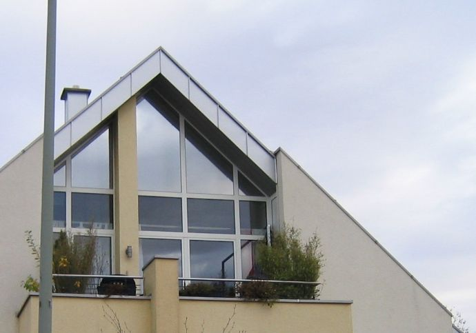 Moderne DG Wohnung 3,5 Z, 2 Balkone