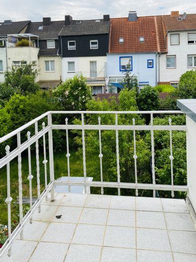 Erstbezug nach Sanierung mit Balkon und Erkerzimmer: attraktive 1.OG 2-Zimmer-Wohnung in Goldgrube