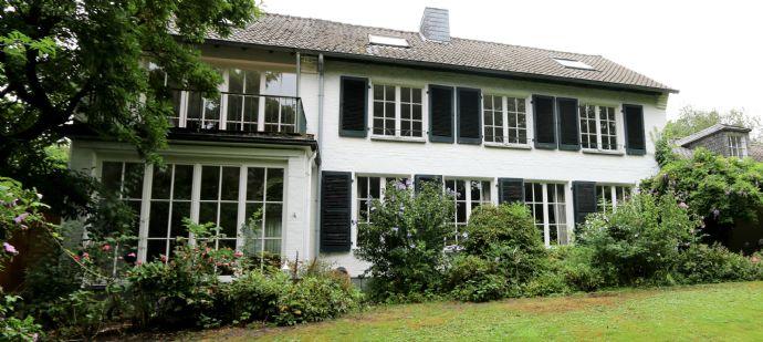 Stilvolles Einfamilien-Wohnhaus mit Parkblick in bester Krefelder Wohnlage