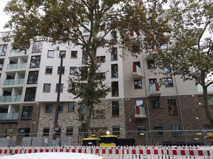 Neubau-Erstbezug: Stilvolle 2-Zimmer-Wohnung mit EBK von Ostend vor EZB