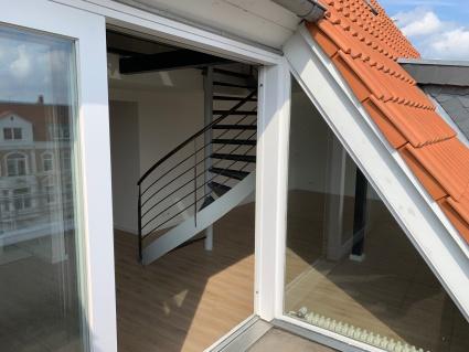 Lichtdurchflutete Maisonettewohnung mit Dachterrasse nähe Theater