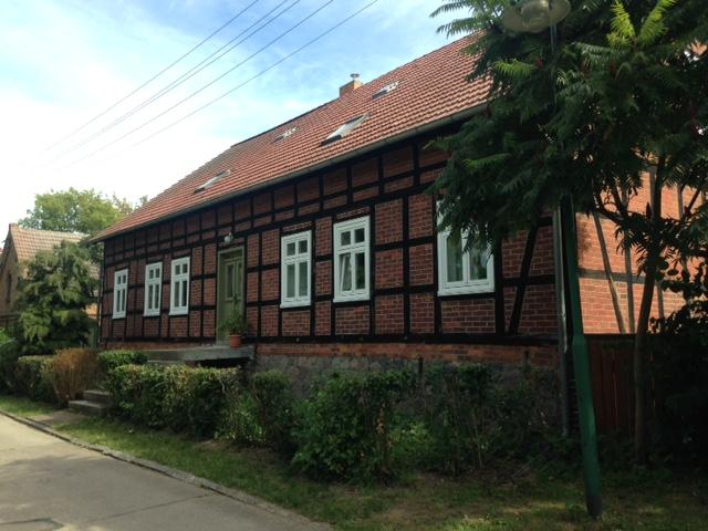 Freistehendes Fachwerkhaus mit historischem Nebengelass