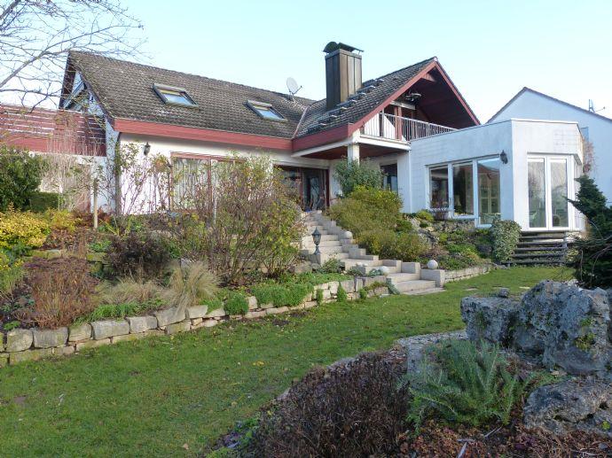 Zweifamilienhaus mit Traumgarten, Terrasse/Loggia/Dachterrasse, Teich, offenen Kamin, Wintergarten, Doppelgarage - ideal für zwei Generationen