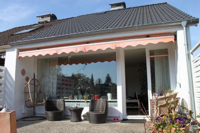 Sonnige Doppelhaushälfte mit Garage in ruhiger Lage von Rellingen!