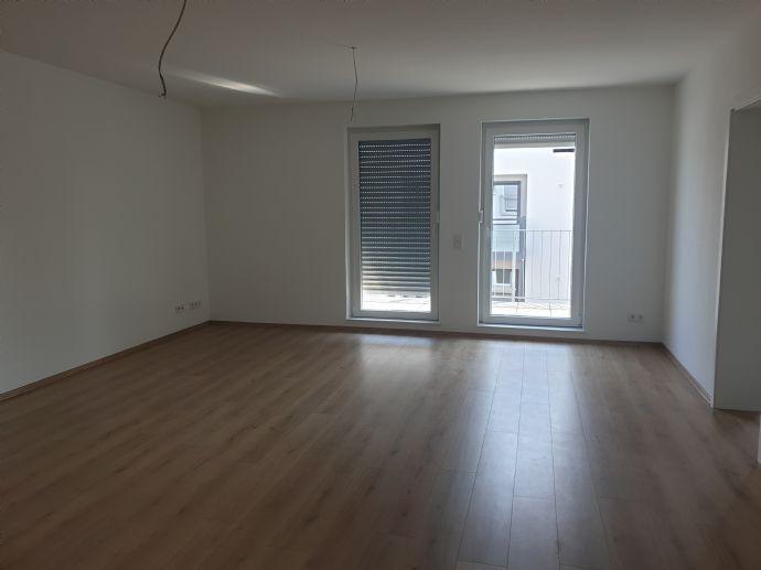 Helle und große Wohnung mit Balkon