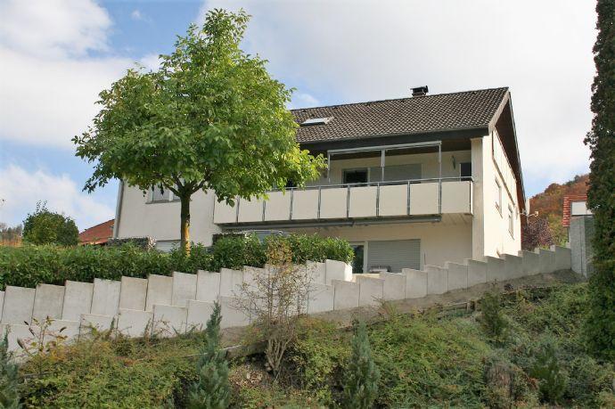 Großes Einfamilienhaus mit Einliegerwohnung und Garten