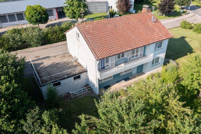 Freistehendes Einfamilienhaus mit wunderschönem Grundstück