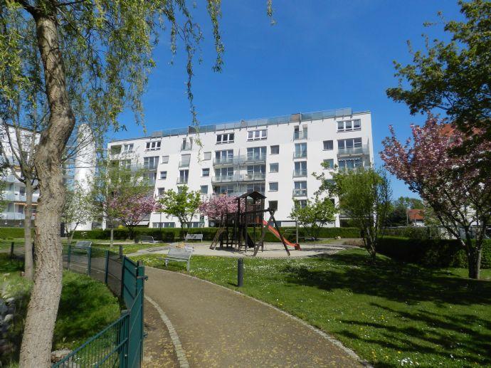 Selbst einziehen oder gut vermieten - 2-Raum-WE mit Balkon, Aufzug und Tiefgarage zu verkaufen