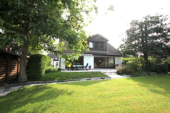 Einfamilienhaus auf Traumgrundstück mit Platz für den eigenen Pool :-)