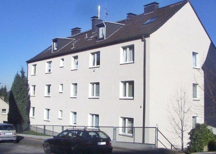 Schöne 2,5-Zimmer Dachgeschosswohnung mit Balkon und kleiner Einbauküche in Hagen-Hohenlimburg zu vermieten