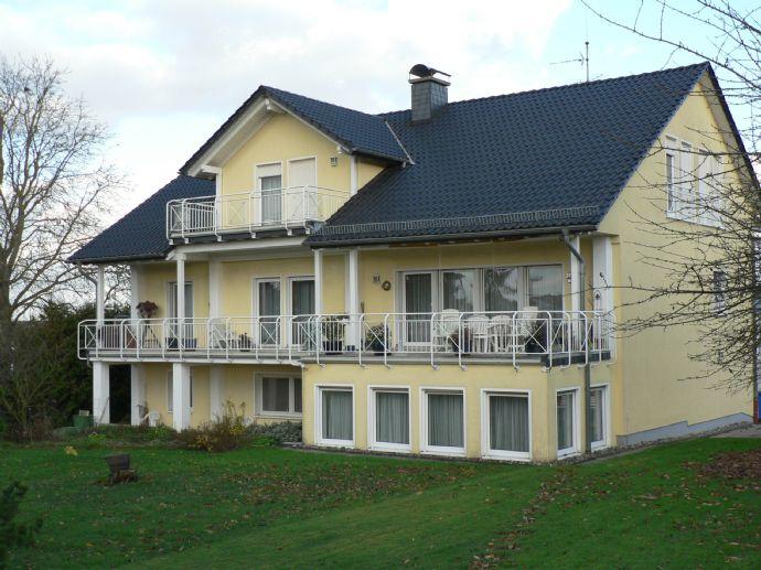 Schönes Haus mit Büro, Wohnungen u. Halle
