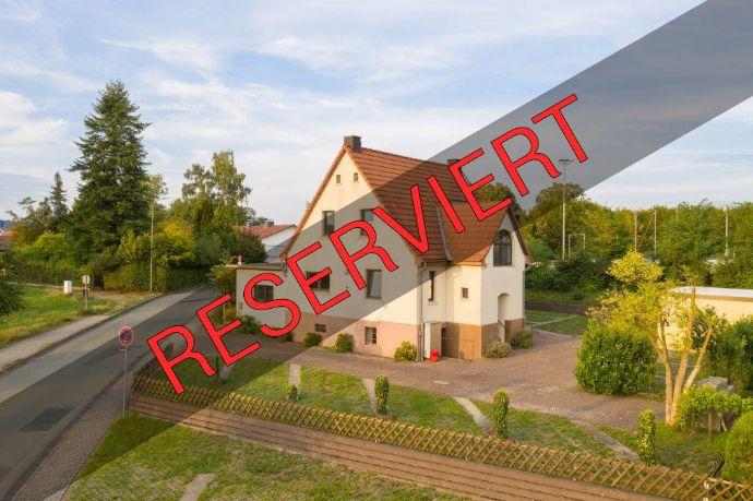 Großzügiges Zweifamilienhaus in Burgsolms( evtl. + 1 Appartement)