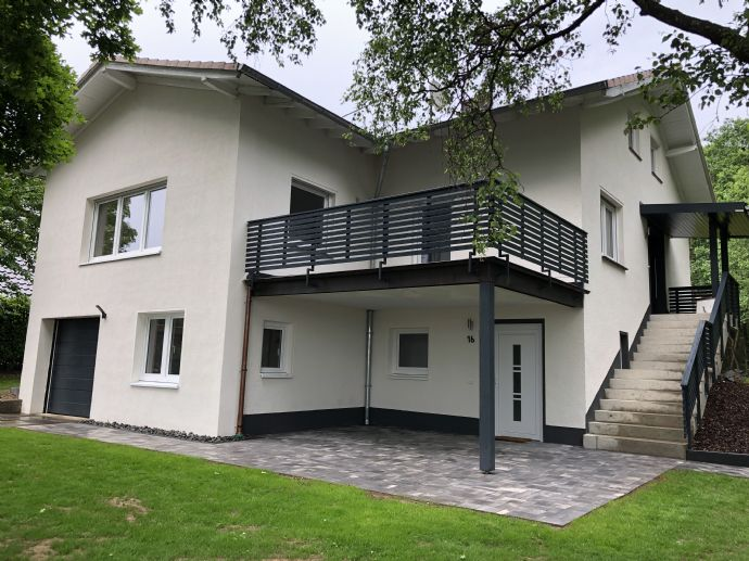 Saniertes Einfamilienhaus mit Einliegerwohnung und großem Garten am Waldrand - provisionsfrei