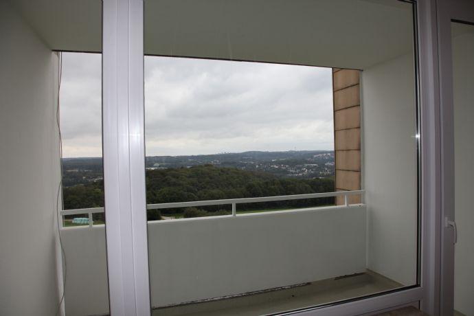 Renovierte 2 Zimmerwohnung mit Wahnsinnsaussicht und in direkter Waldnähe in Wuppertal Vohwinkel