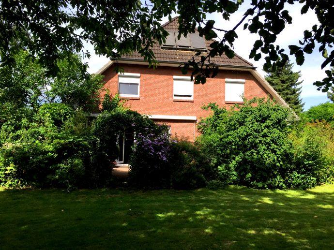 Helles Einfamilienhaus für große Familie mit Garten und Doppelcarport
