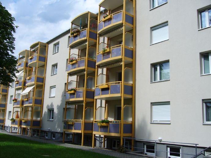 Einziehen & wohlfühlen: Neu sanierte 3-Raumwohnung mit Balkon