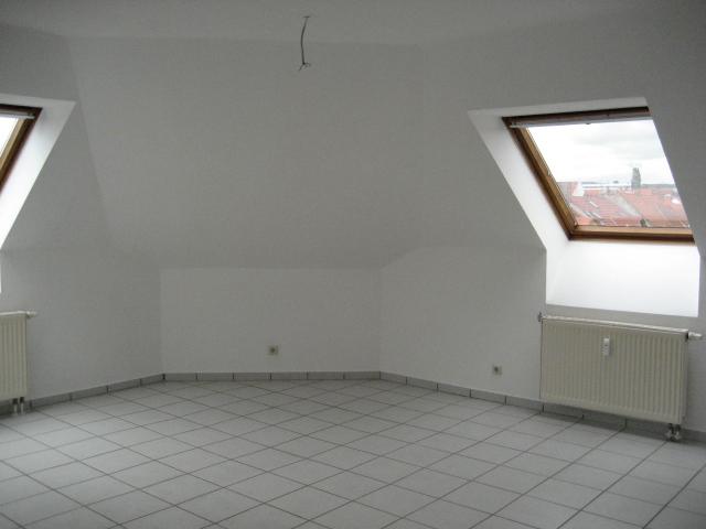 Attraktive kleine Dachgeschosswohnung Nähe Bahnhof