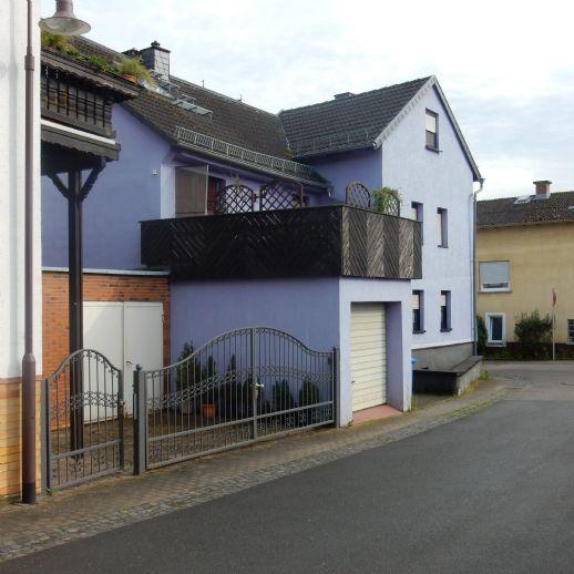EFH mit 6 Zi 130 qm WFL,. EBK, Bad Wanne/Dusche, Terrasse, Garage im Zentrum