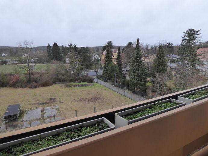 Helle , großzügige 3,5 ZIMMERWOHNUNG 86 qm mit Balkon in Fürth Dambach