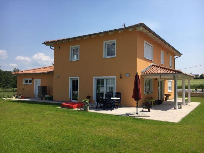 Wir errichten auf Ihrem Grundstück: Geräumige Stadtvilla in Massivbau im Straubinger Raum