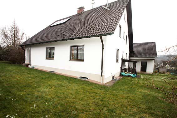 Top gepflegtes EFH mit Terrasse, Doppelgarage, Hobbyraum und großem, uneinsehbarem Grundstück in Emersacker.