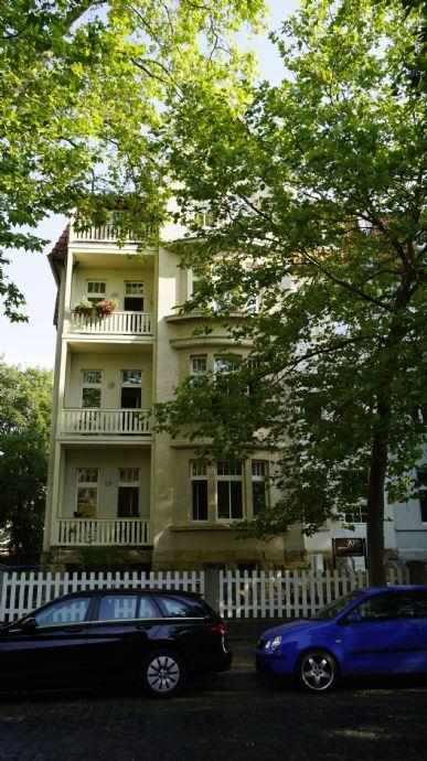 LEBEN UND WOHNEN IM ERFURTER SÜDEN (2 Zimmer-Wohnung mit Balkon und Stellplatz)