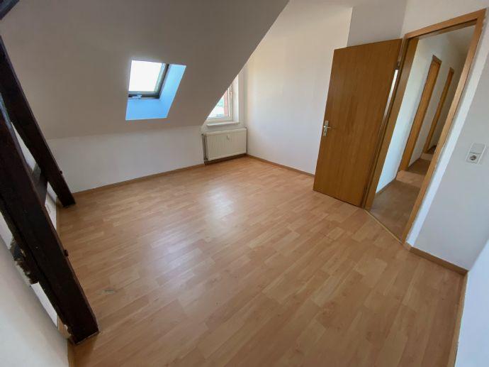 gemütliche 3-Raum-Wohnung im Dachgeschoss