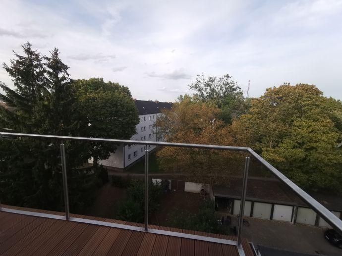 Erstbezug: Neu ausgebaute moderne Dachgeschosswohnung mit Balkon, zentral gelegen im Düsseldorfer Norden