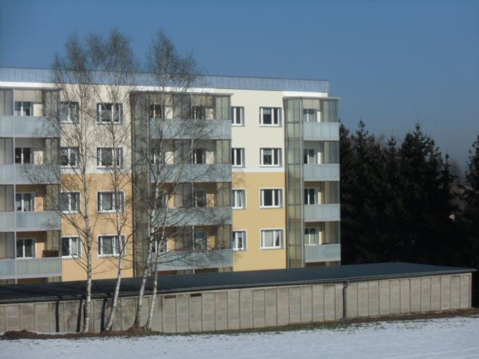 Schöne 3 Zimmer Wohnung mit Fernblick vom großen Balkon