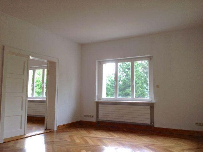 ~ 5-Zimmer-Wohnung / Grün und ruhig in der Stadt! ~