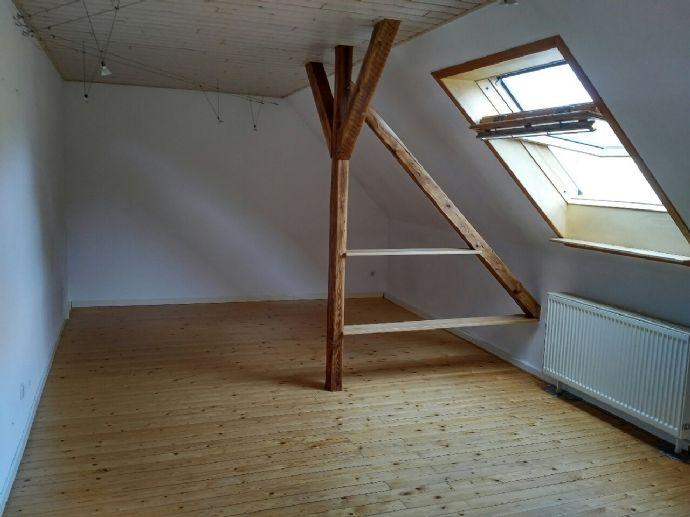 3-Zi.-Wohnung (3. OG) mit großer Wohnküche (inkl. EBK) in schönem Altbau in RE-Süd, Gartenmitbenutzung!