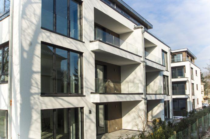 SAARLOUIS-CITY - EXKLUSIV UND BARRIEREFREI MIT CA. 140 m² WOHNFLÄCHE INKL. DESIGNERKÜCHE, EINBAUM